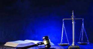 """الدستورية"""" تؤكد صحة عدم جواز إقامة دعوى المدعى بالحقوق المدنية ضد خصمه مباشرة، حيث قضت المحكمة الدستورية العليا برفض الدعوى رقم ١٦٦ لسنة ٣١ قضائية """"دستورية"""" التي تطالب بعدم دستورية المادة (٢٣٢) من قانون الإجراءات الجنائية فيما نصت عليه من أنه """"ومع ذلك فلا يجوز للمدعى بالحقوق المدنية أن يرفع الدعوى إلى المحكمة بتكليف خصمه مباشرة بالحضور أمامها فى حالتين."""